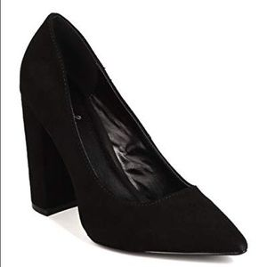 Qupid faux suede black pointed toe chunky heels 6